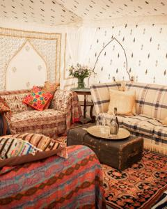 Pilton Manor Boutique Glamping for the Glastonbury Festival, Jaipur Living Space